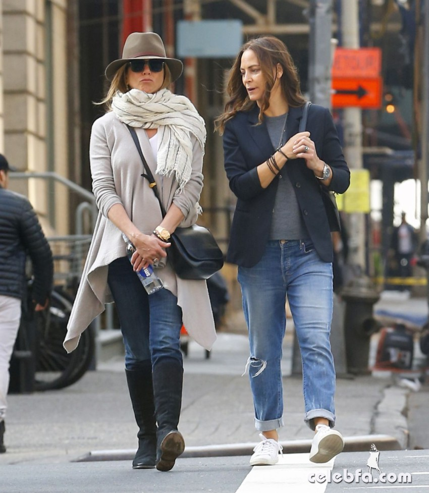 jennifer-aniston-out-and-about-in-new-york (1)