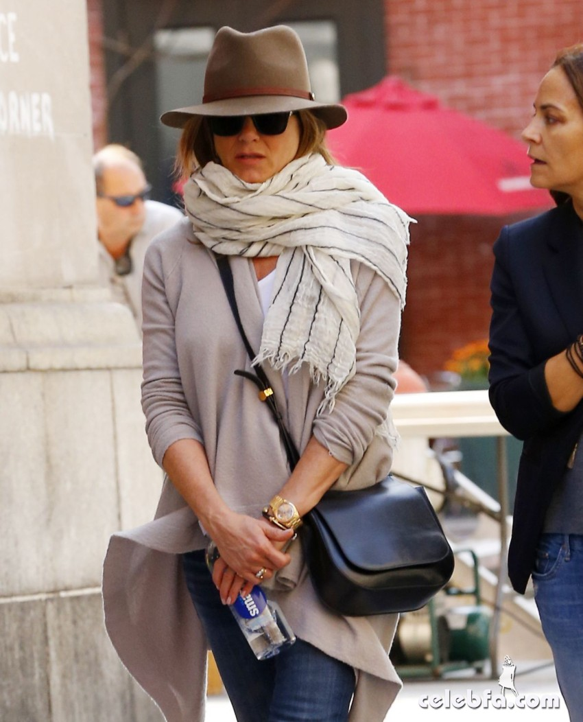 jennifer-aniston-out-and-about-in-new-york (4)
