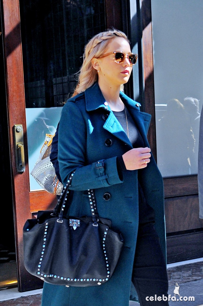 jennifer-lawrence-out-and-about-in-new-york (1)