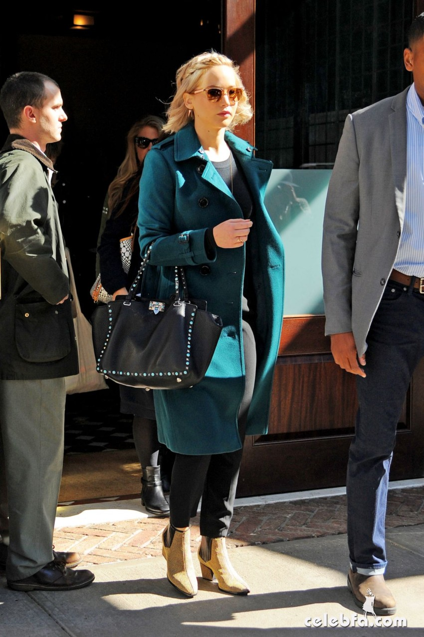 jennifer-lawrence-out-and-about-in-new-york (2)