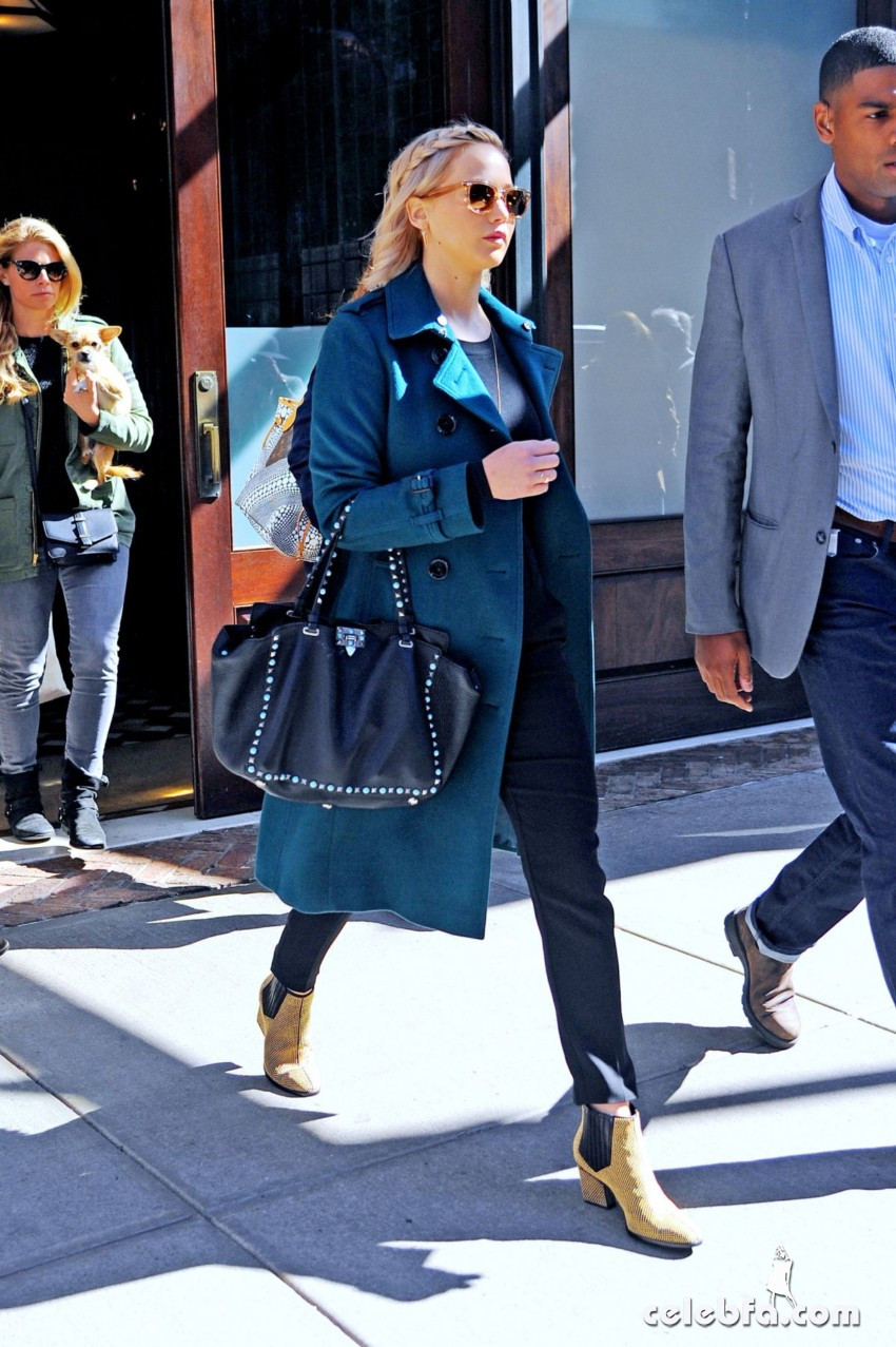 jennifer-lawrence-out-and-about-in-new-york (4)