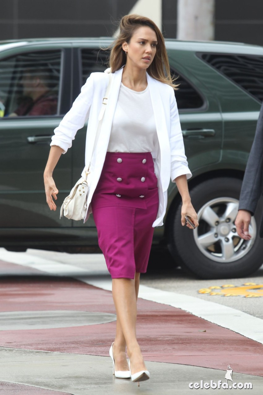 jessica-alba-out-and-about-in-los-angeles (10)