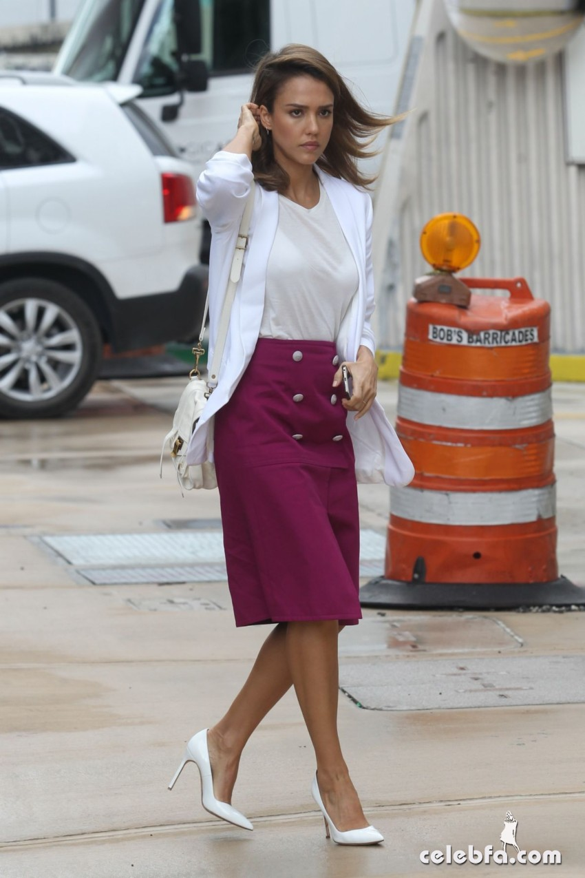 jessica-alba-out-and-about-in-los-angeles (2)