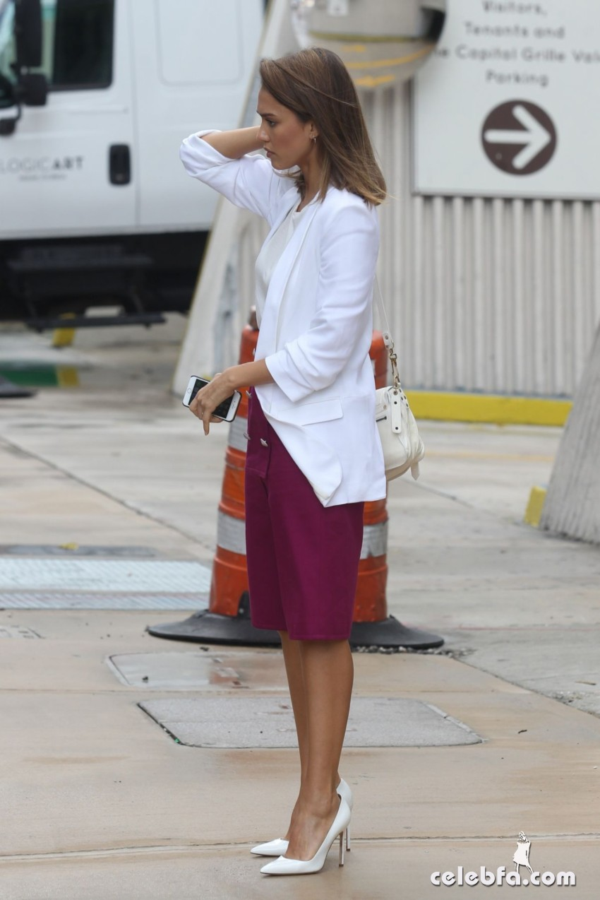 jessica-alba-out-and-about-in-los-angeles (3)