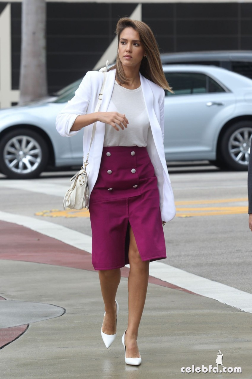 jessica-alba-out-and-about-in-los-angeles (4)