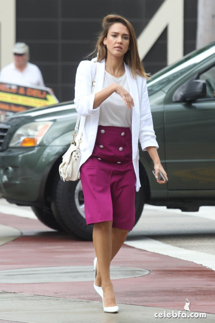 jessica-alba-out-and-about-in-los-angeles (6)