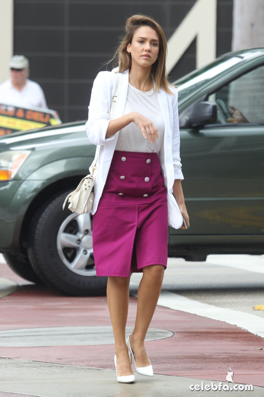 jessica-alba-out-and-about-in-los-angeles (7)