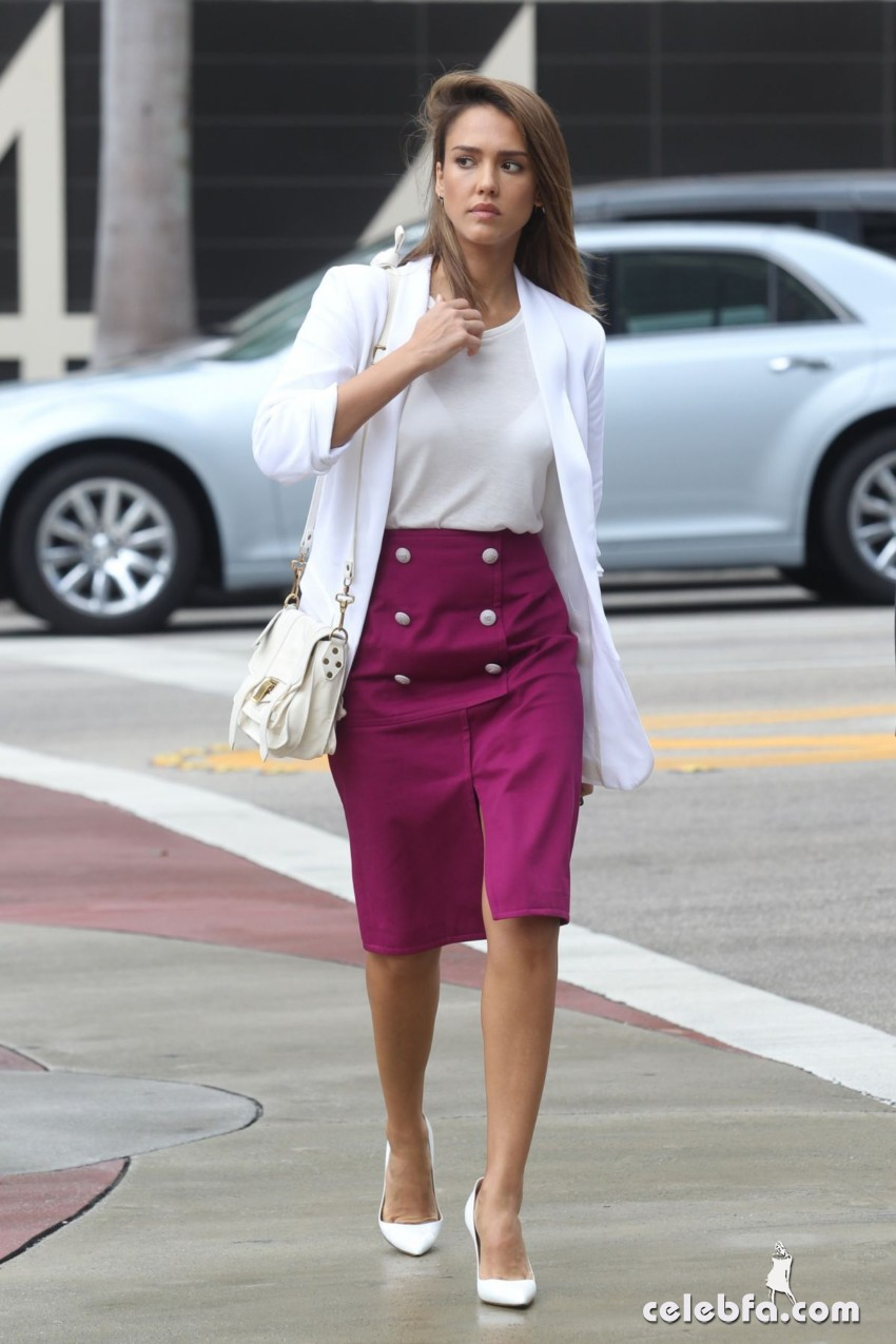 jessica-alba-out-and-about-in-los-angeles (8)