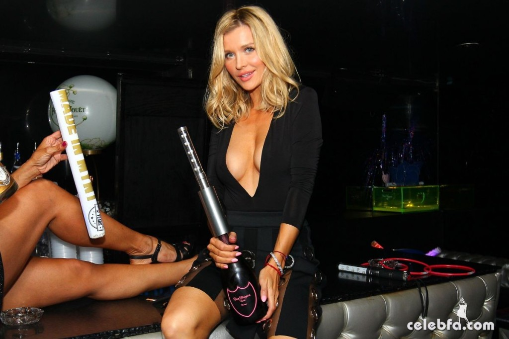 joanna-krupa-night-out-at-mynt-lounge-in-miami (4)