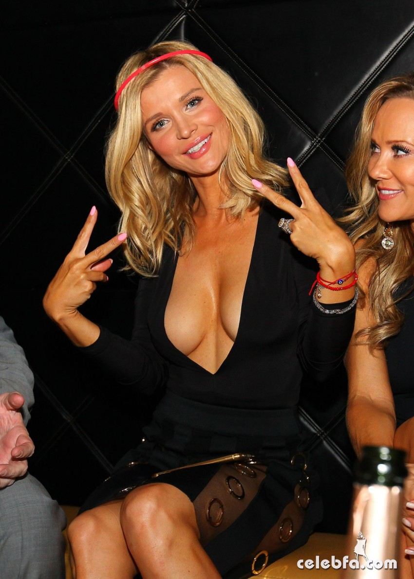joanna-krupa-night-out-at-mynt-lounge-in-miami (8)