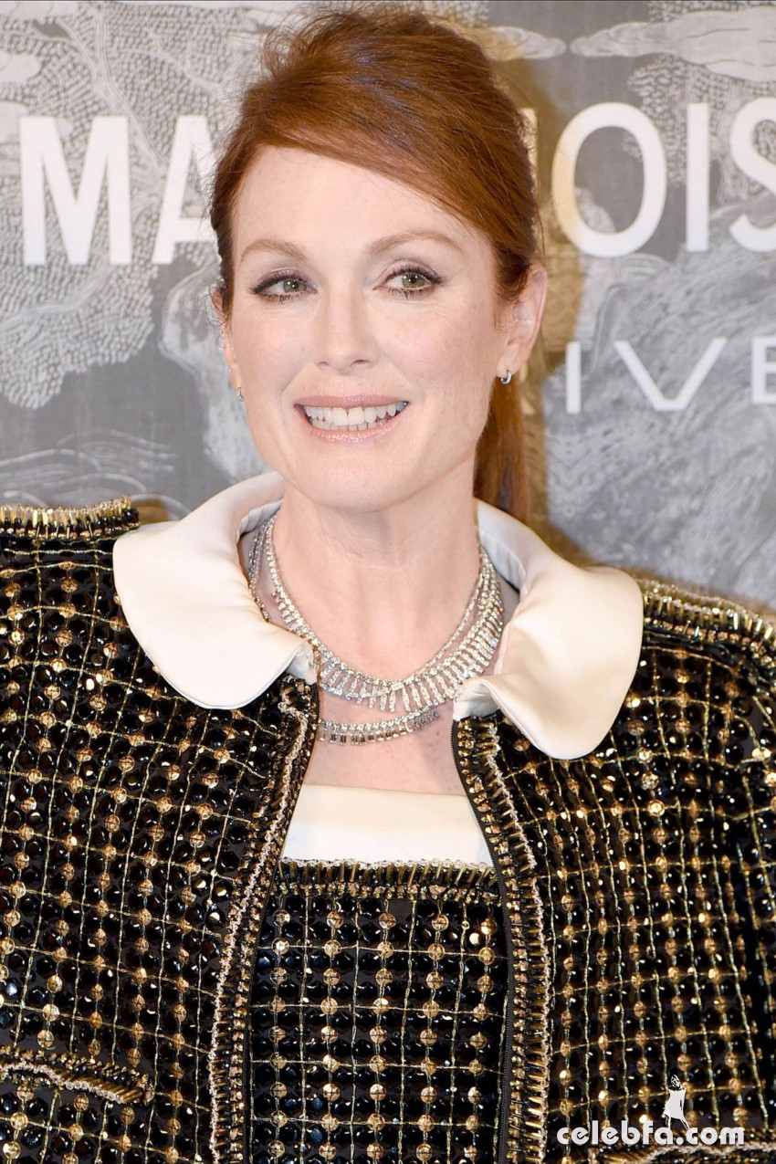 julianne-moore-at-chanel-exhibition-party-in-london (1)
