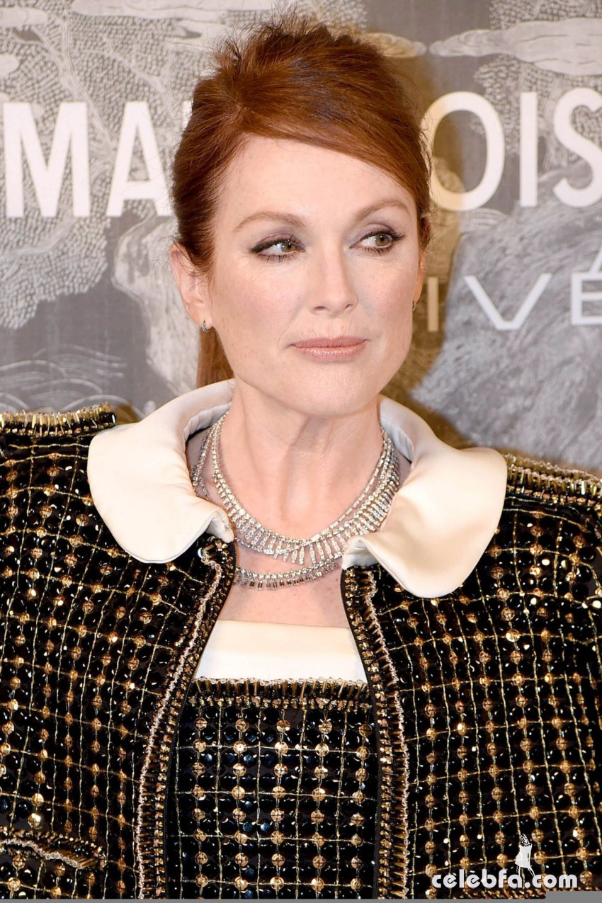 julianne-moore-at-chanel-exhibition-party-in-london (2)