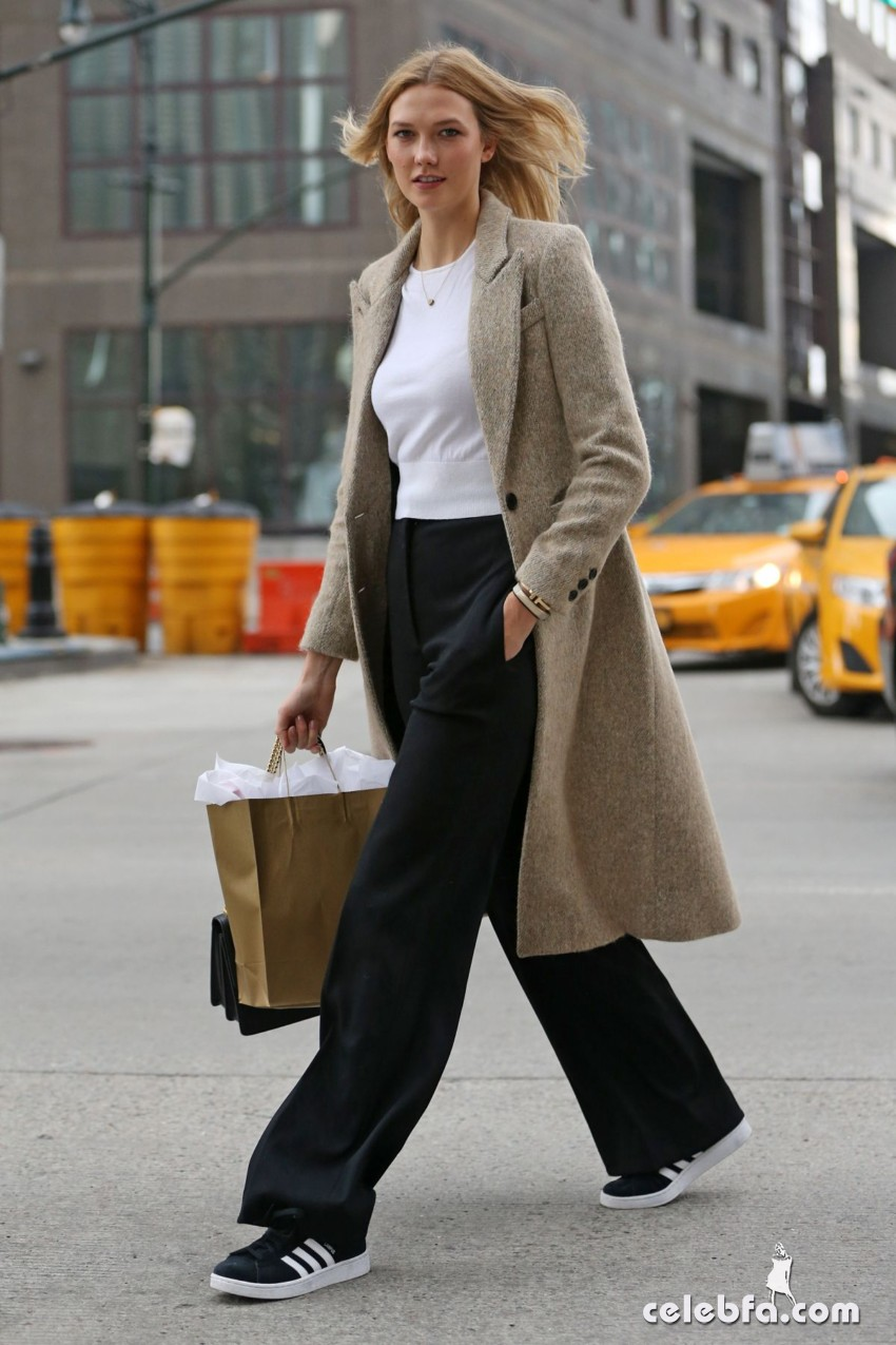 karlie-kloss-heading-to-a-meeting-in-new-york (1)