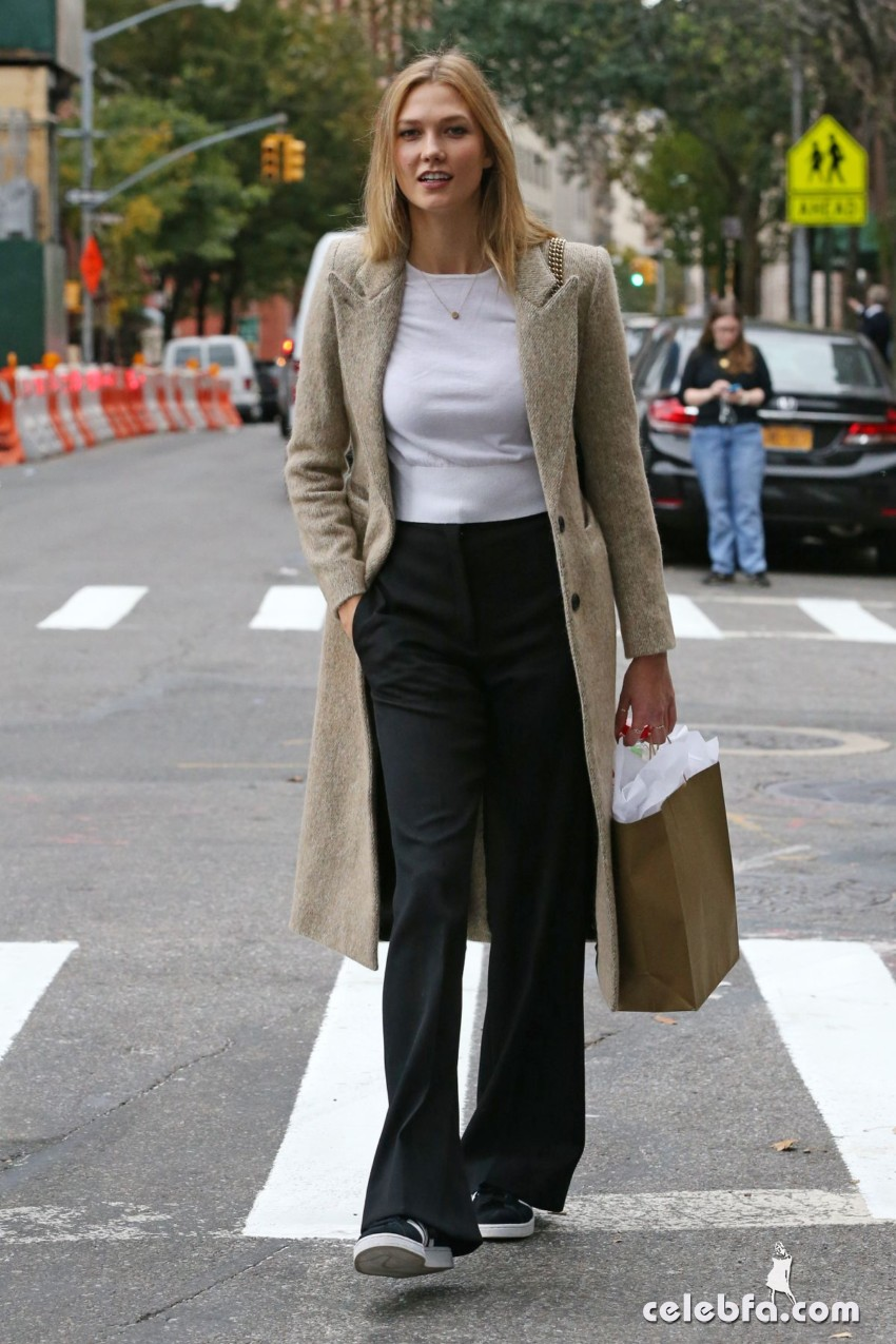 karlie-kloss-heading-to-a-meeting-in-new-york (2)