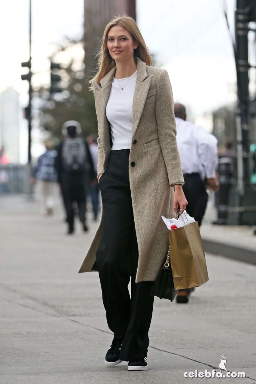 karlie-kloss-heading-to-a-meeting-in-new-york (3)