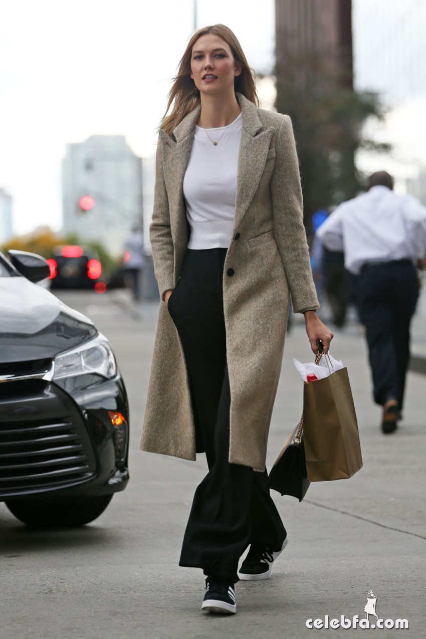 karlie-kloss-heading-to-a-meeting-in-new-york (4)