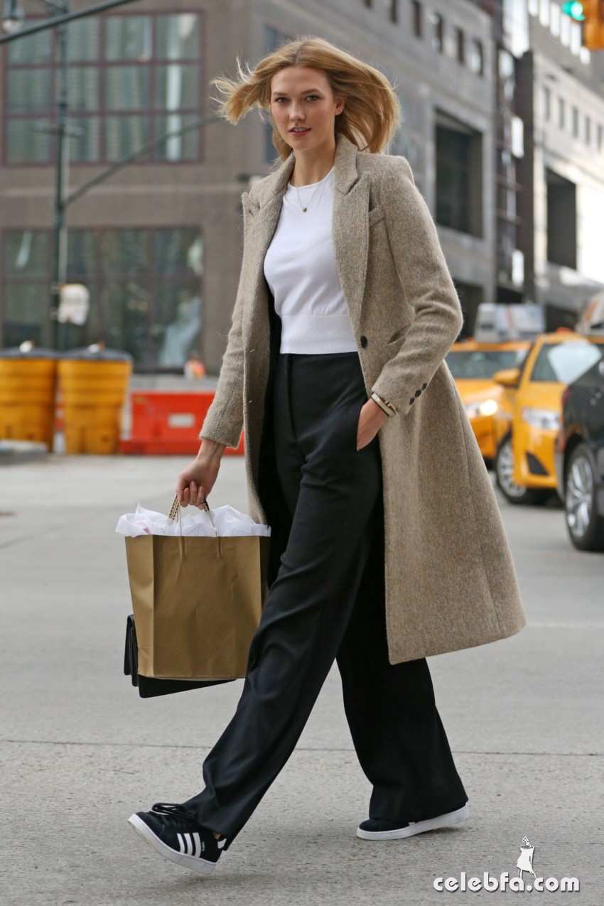 karlie-kloss-heading-to-a-meeting-in-new-york (5)