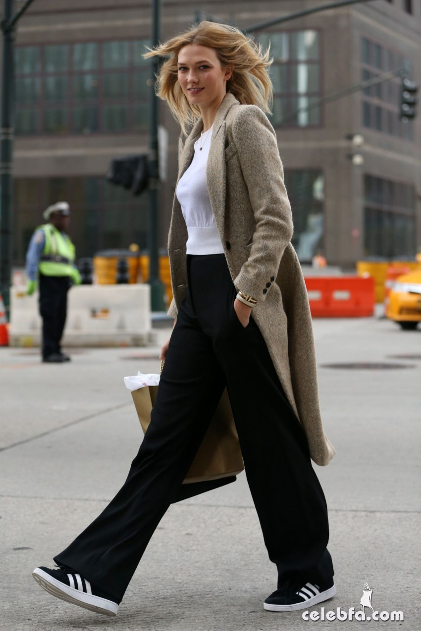 karlie-kloss-heading-to-a-meeting-in-new-york (7)