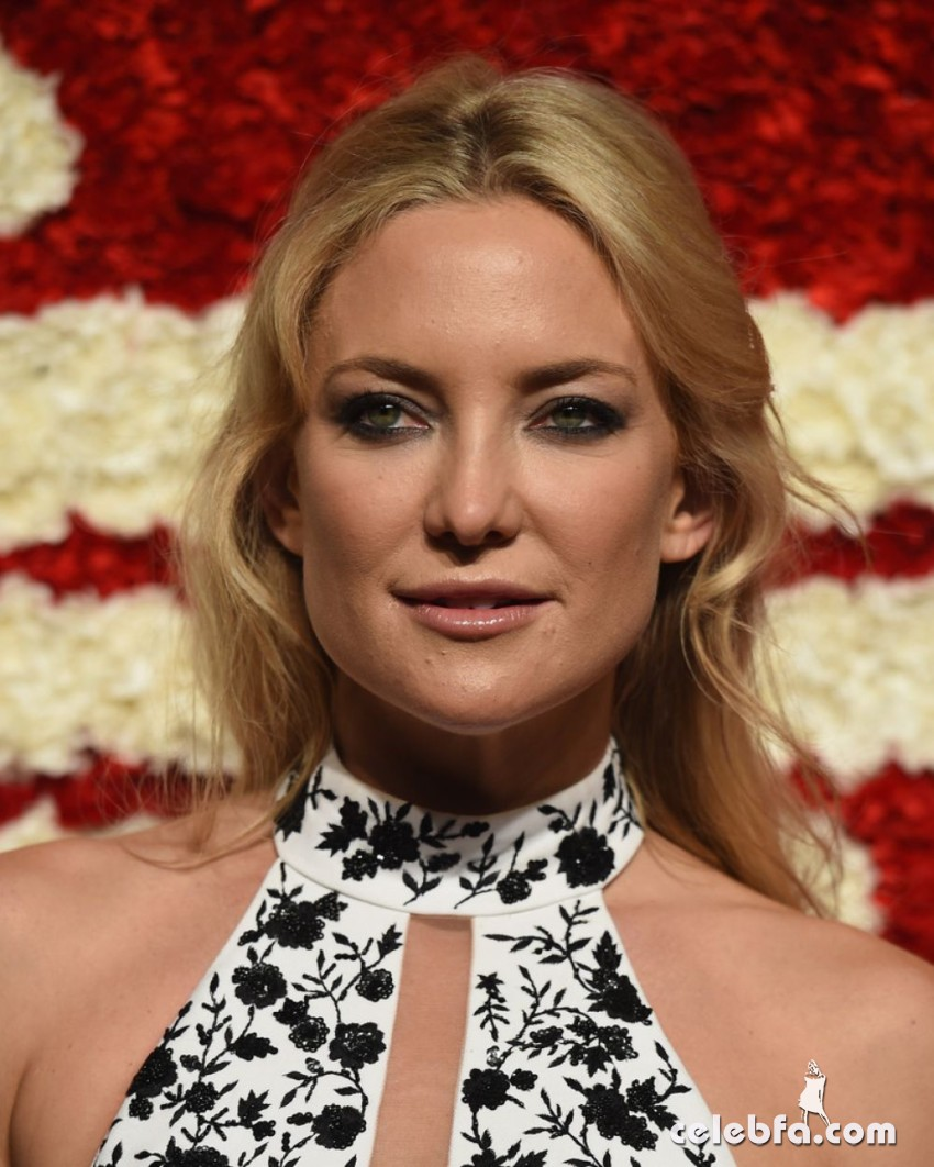 kate-hudson-at-god-s-love-we-deliver-golden-heart-awards-in-new-york (2)