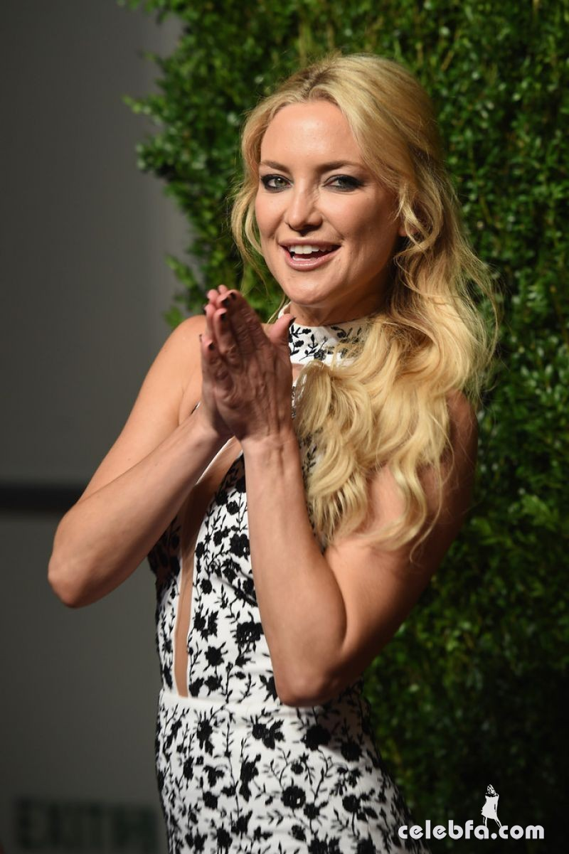kate-hudson-at-god-s-love-we-deliver-golden-heart-awards-in-new-york (3)