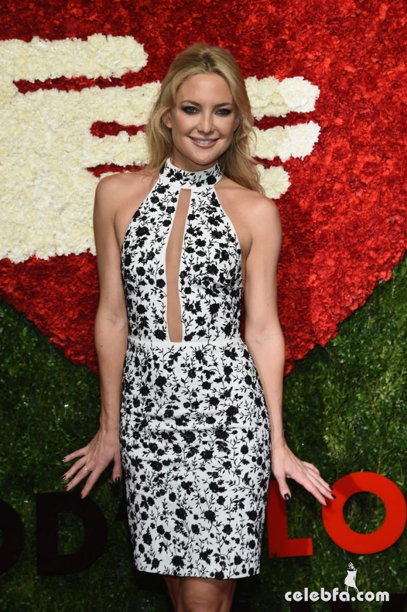 kate-hudson-at-god-s-love-we-deliver-golden-heart-awards-in-new-york (6)