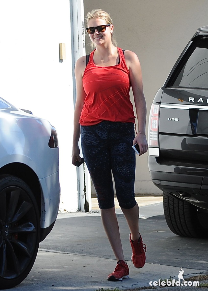 kate-upton-arrives-at-a-gym-in-west-hollywood (3)