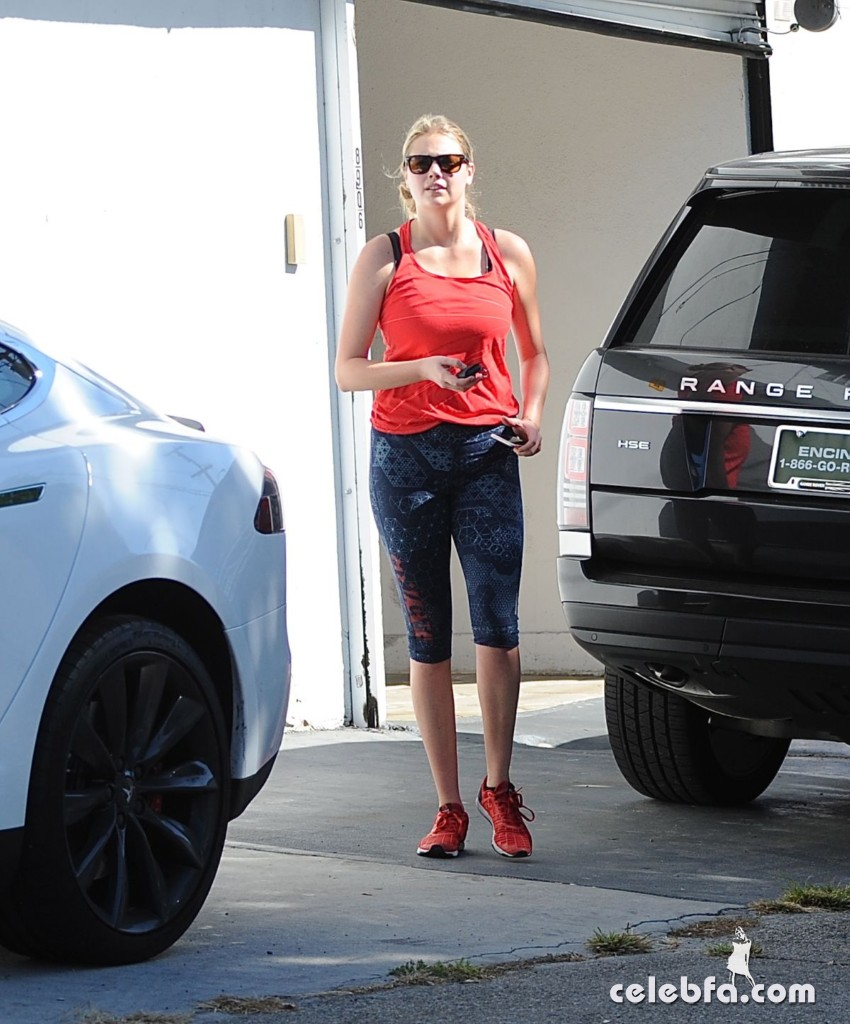 kate-upton-arrives-at-a-gym-in-west-hollywood (9)