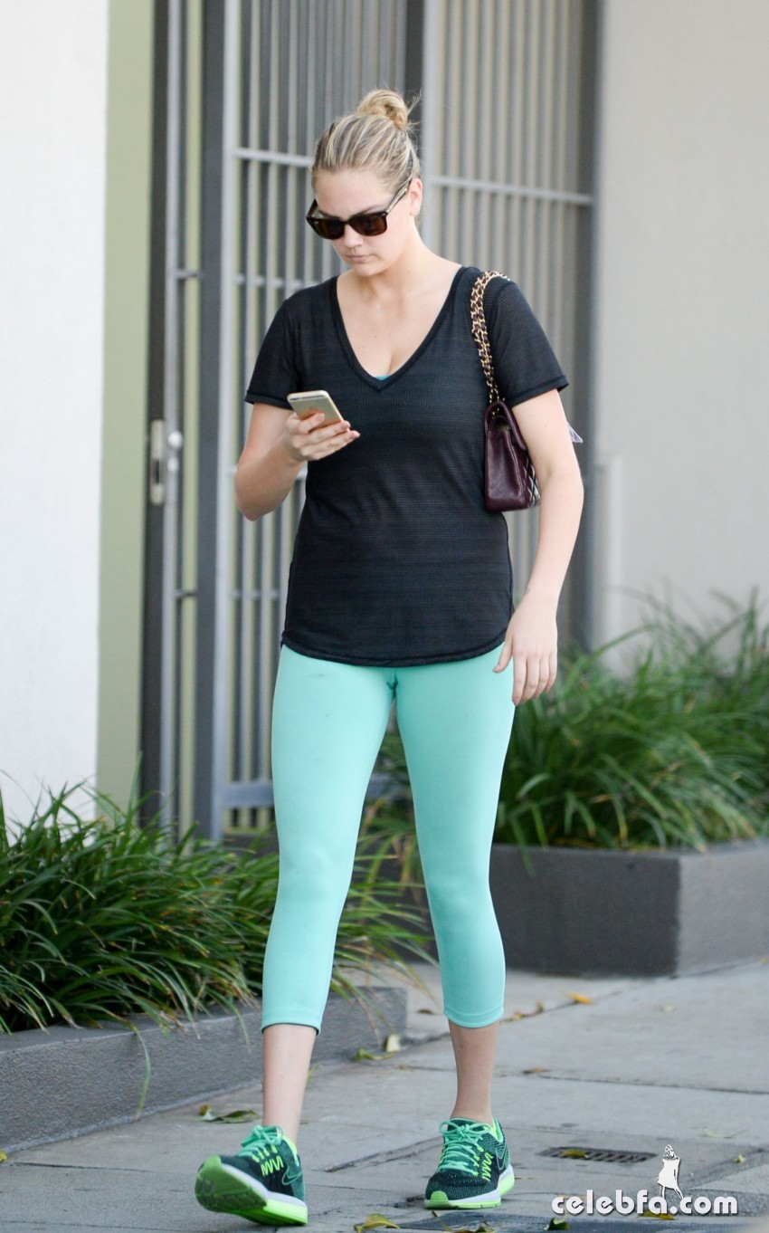 kate-upton-leaves-a-gym-in-west-hollywood (1)