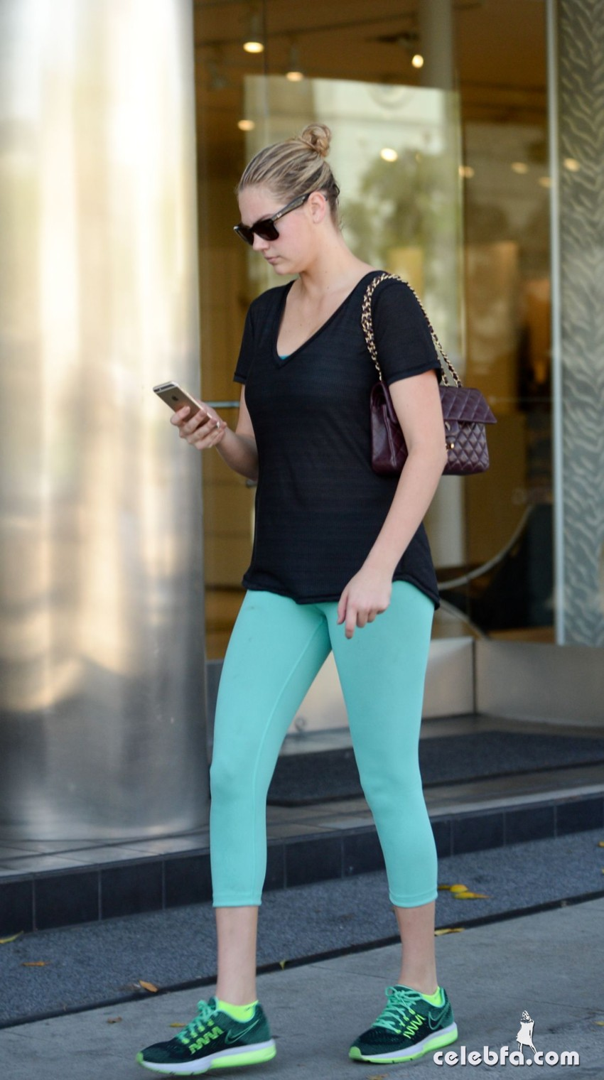 kate-upton-leaves-a-gym-in-west-hollywood (2)