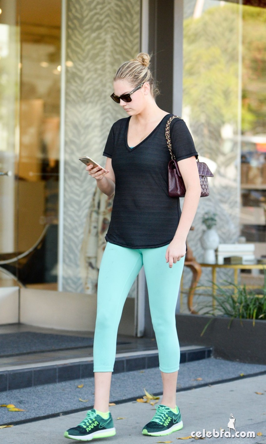 kate-upton-leaves-a-gym-in-west-hollywood (3)