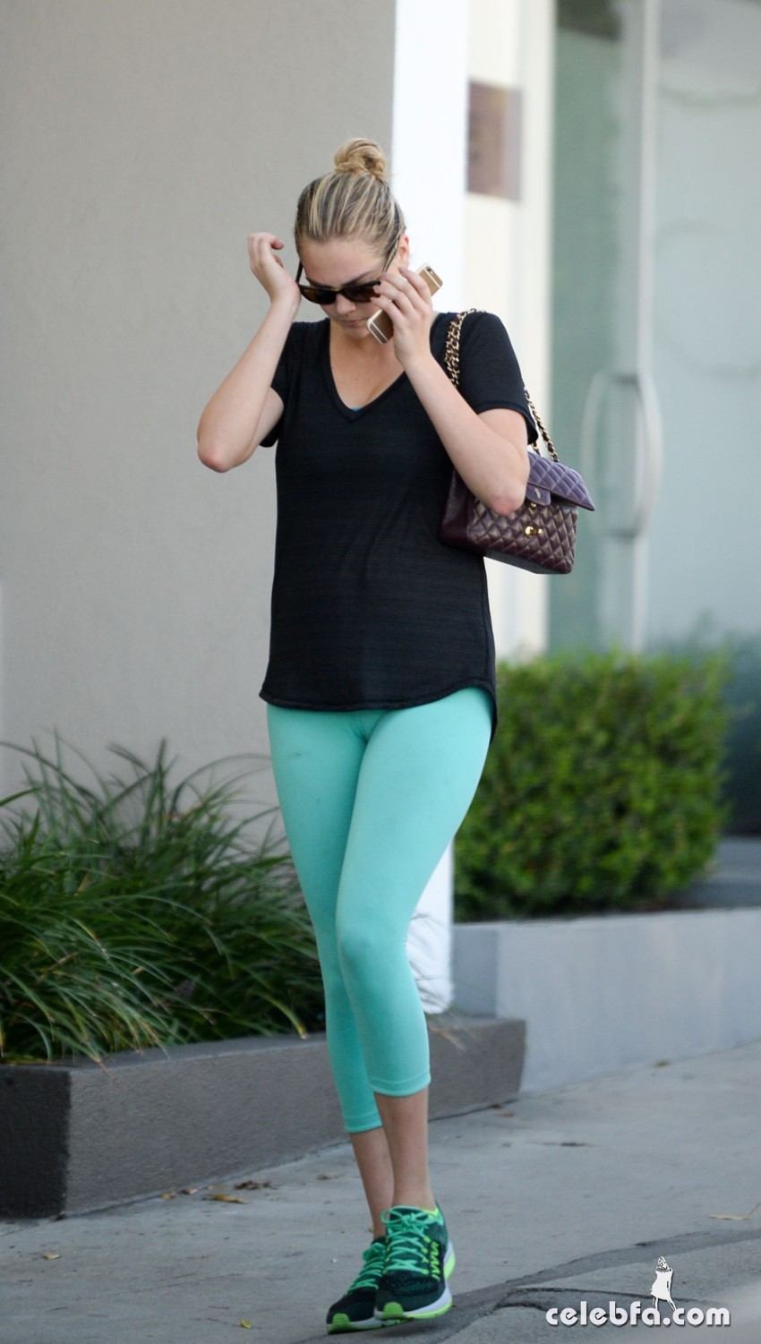 kate-upton-leaves-a-gym-in-west-hollywood (7)