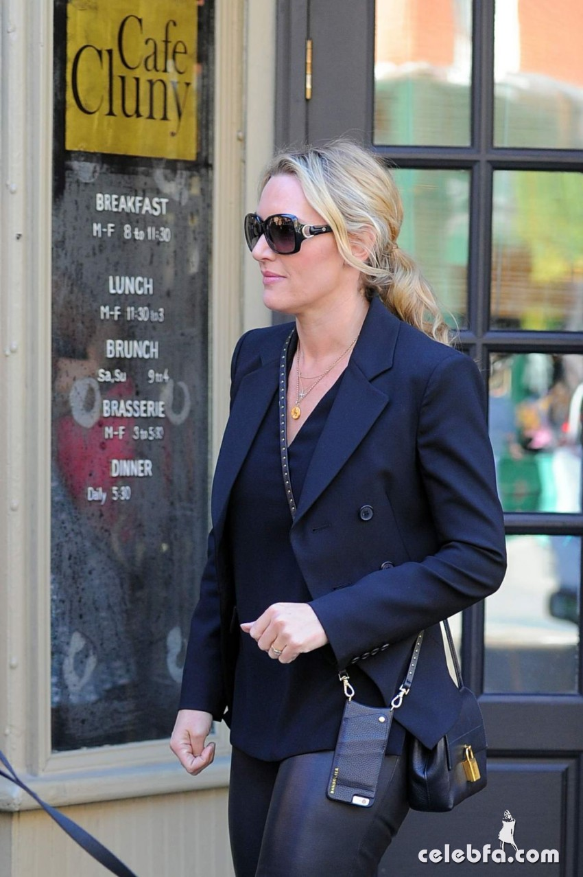 kate-winslet-out-for-lnch-at-cafe-cluny-in-west-village-in-new-york (2)
