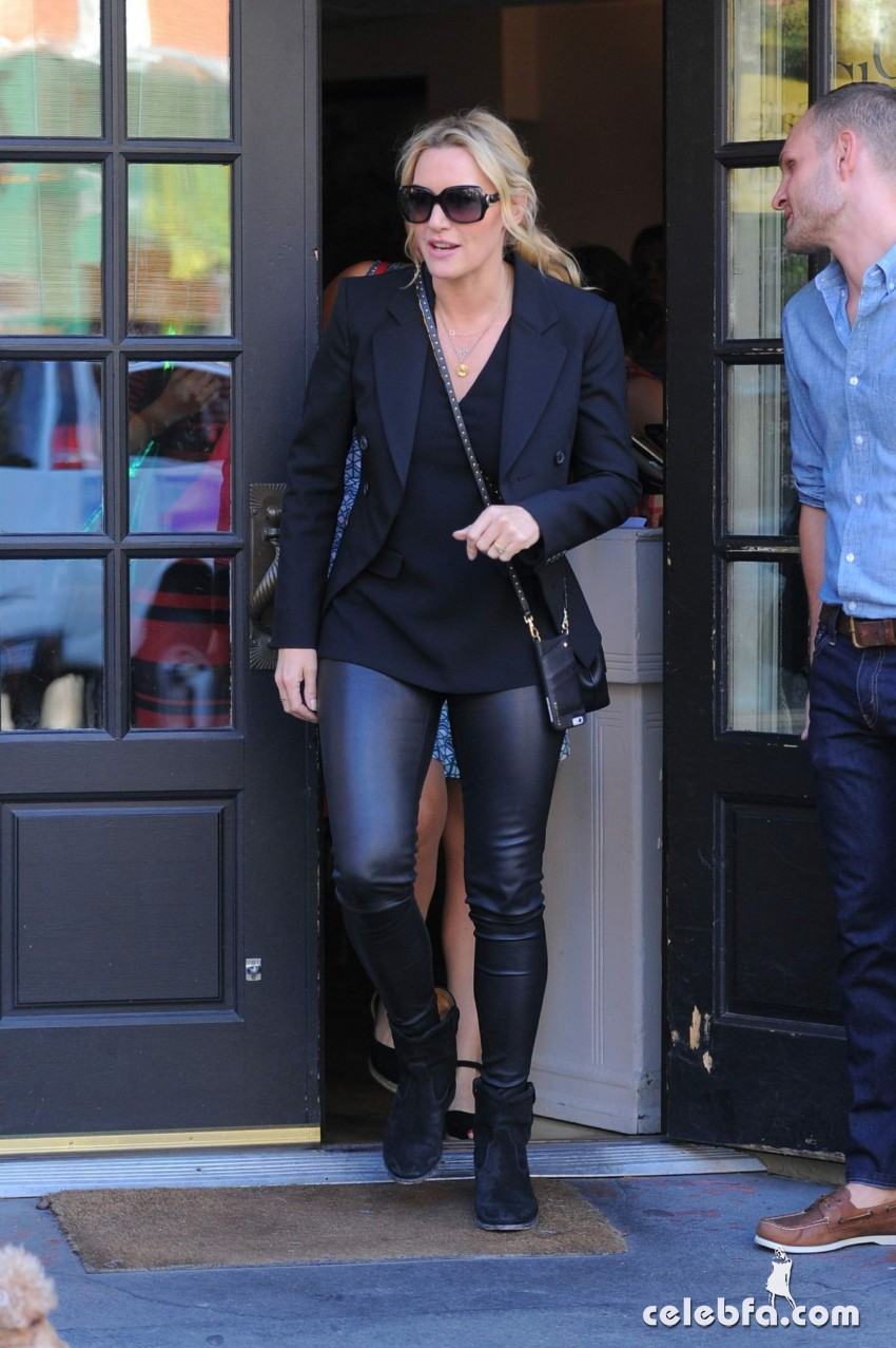 kate-winslet-out-for-lnch-at-cafe-cluny-in-west-village-in-new-york (3)