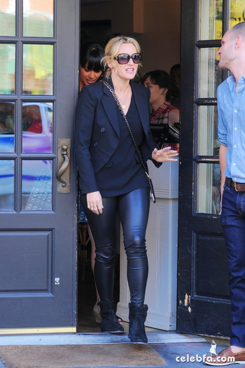 kate-winslet-out-for-lnch-at-cafe-cluny-in-west-village-in-new-york (4)