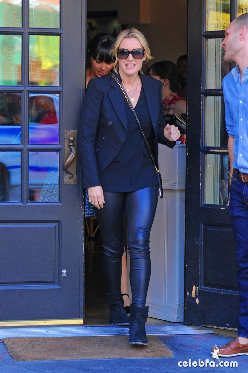kate-winslet-out-for-lnch-at-cafe-cluny-in-west-village-in-new-york (5)