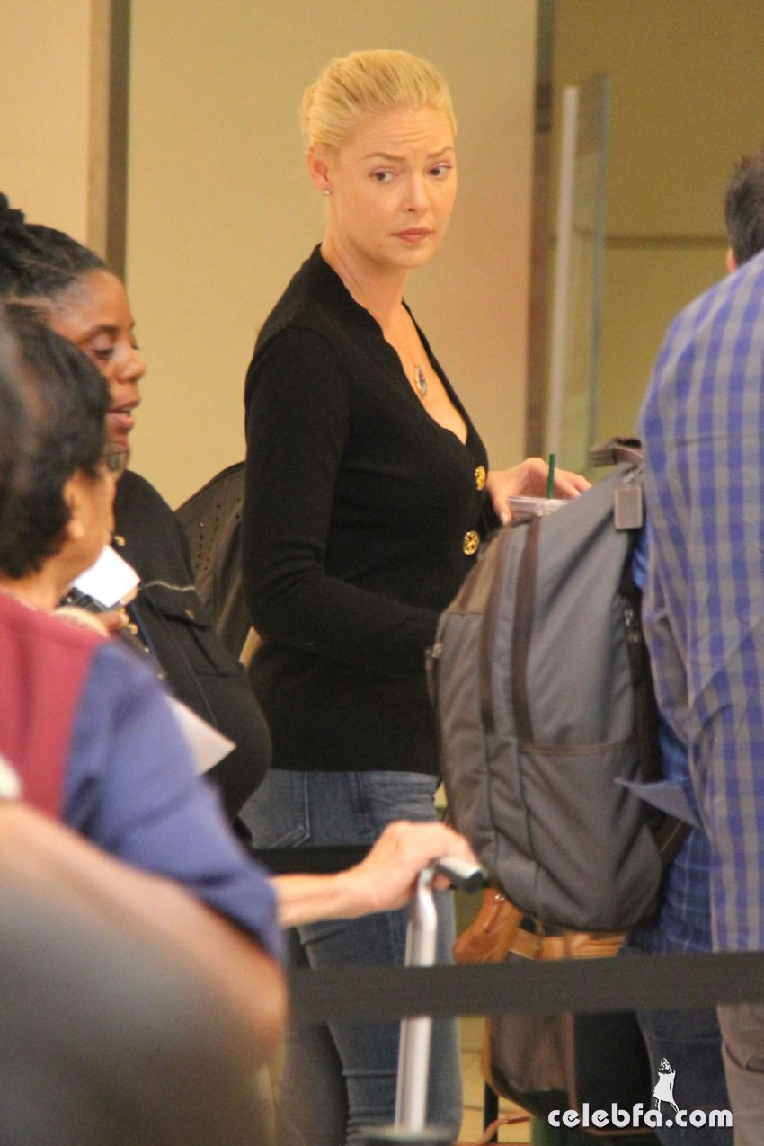 katherine-heigl-at-los-angeles-international-airport (5)