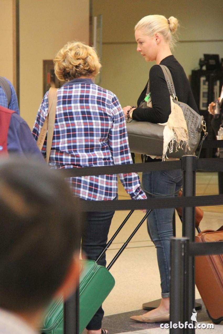 katherine-heigl-at-los-angeles-international-airport (6)