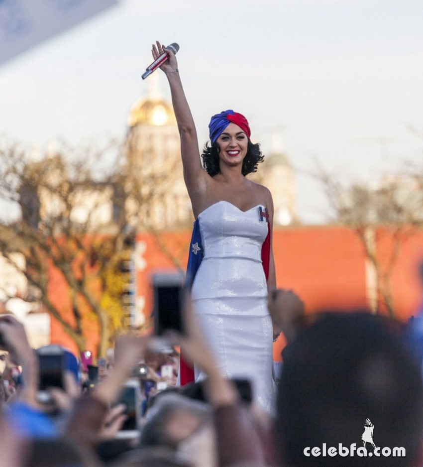 katy-perry-at-rally-for-hilary-clinton-campaign (7)