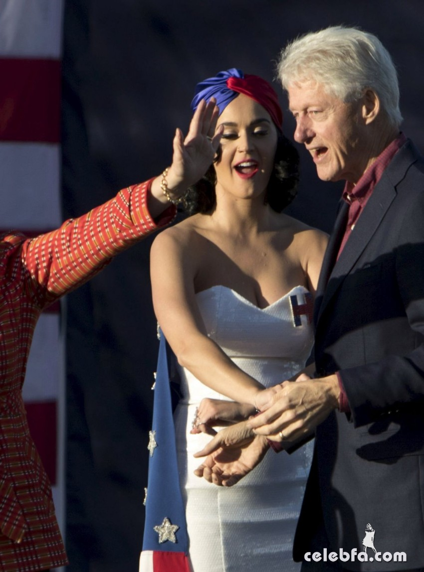 katy-perry-at-rally-for-hilary-clinton-campaign (8)