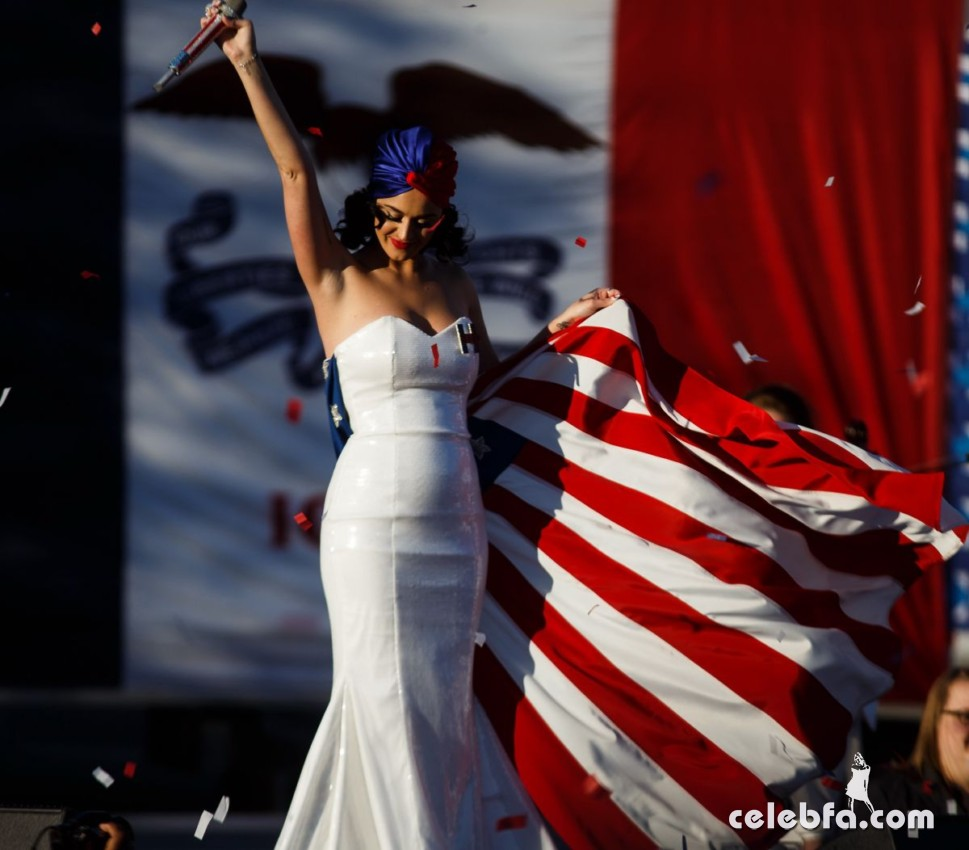 katy-perry-at-rally-for-hilary-clinton-campaign (9)