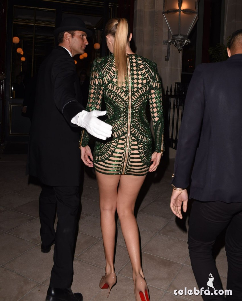 kendall-jenner-and-gigi-hadid-at-the-reserve-restaurant-in-paris (10)