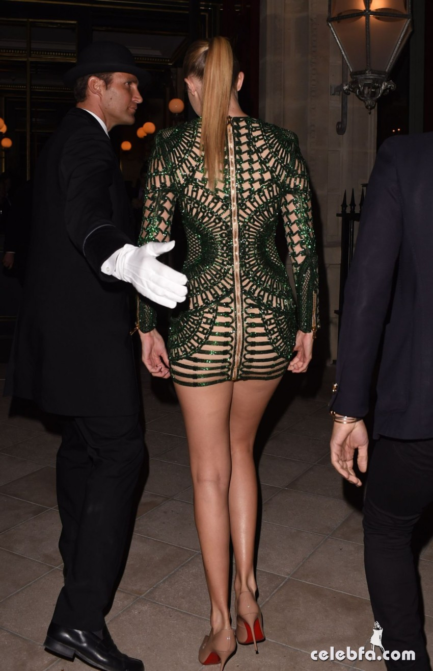 kendall-jenner-and-gigi-hadid-at-the-reserve-restaurant-in-paris (2)