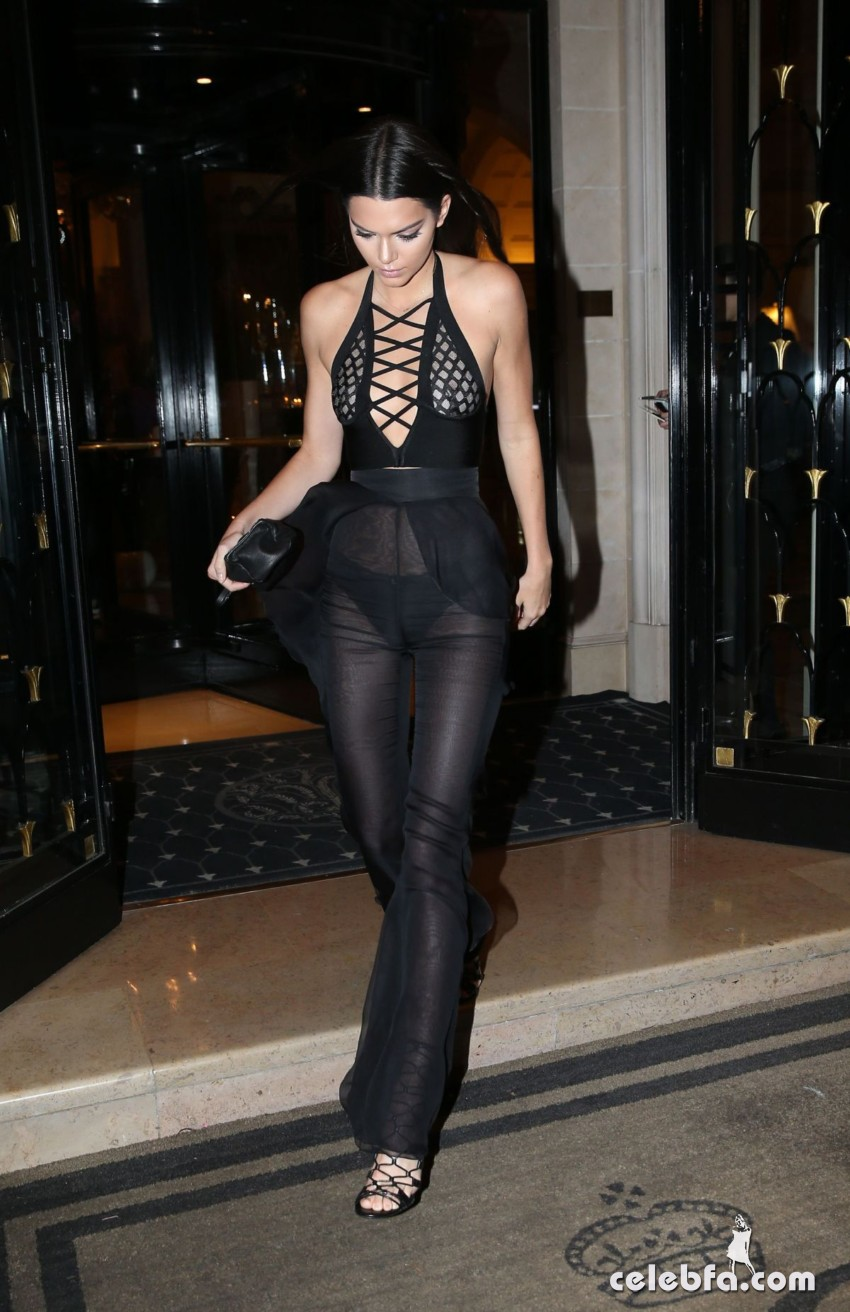 kendall-jenner-and-gigi-hadid-at-the-reserve-restaurant-in-paris (7)