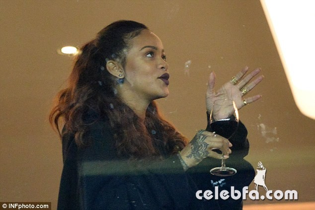 Kendall Jenner and Gigi Hadid -Rihanna (10)