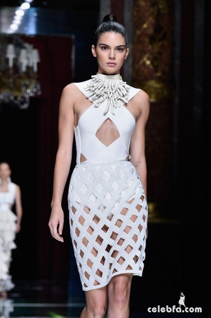 kendall-jenner-at-balmain-fashion-show-at-paris-fashion-week (3)