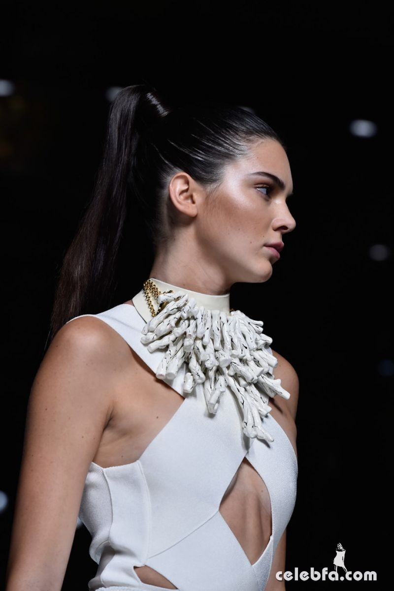 kendall-jenner-at-balmain-fashion-show-at-paris-fashion-week (4)