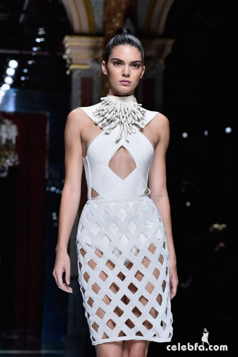 kendall-jenner-at-balmain-fashion-show-at-paris-fashion-week (6)