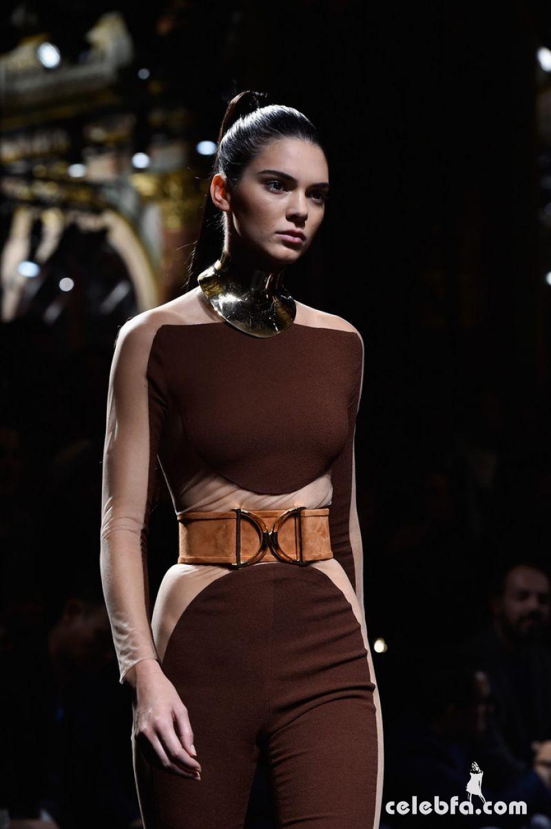 kendall-jenner-at-balmain-fashion-show-at-paris-fashion-week (7)