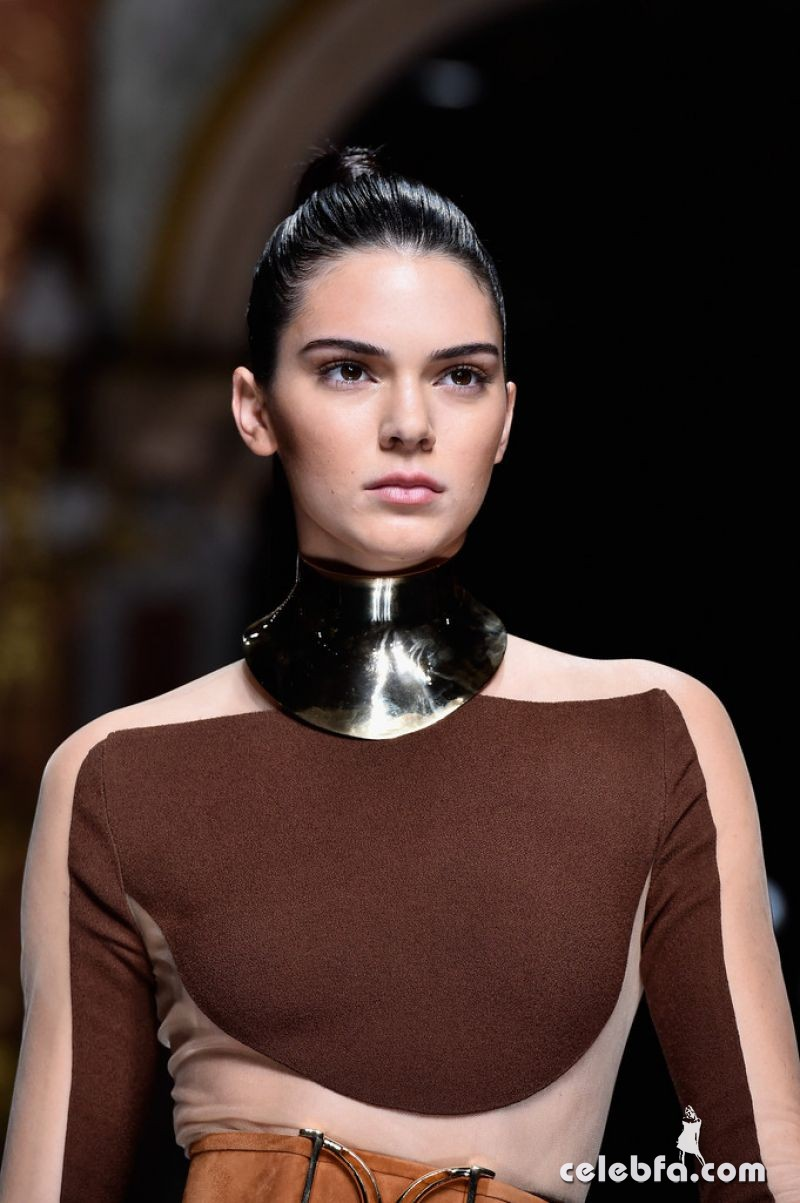 kendall-jenner-at-balmain-fashion-show-at-paris-fashion-week (8)