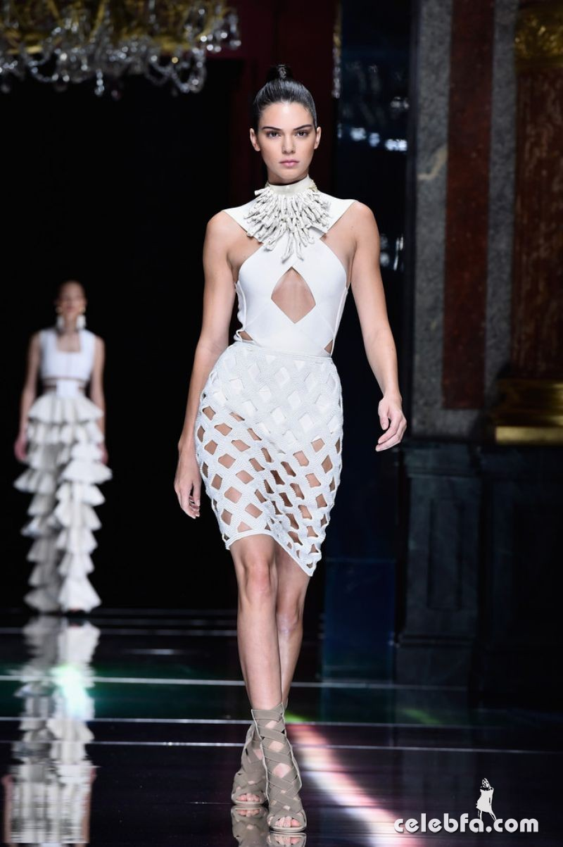 kendall-jenner-at-balmain-fashion-show-at-paris-fashion-week (9)